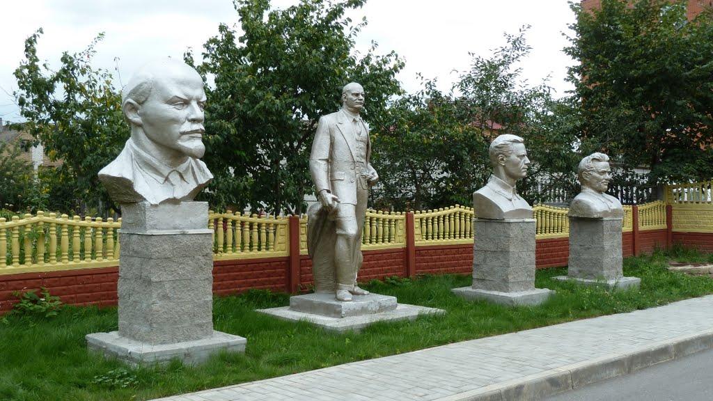 Lenin and friends, Ивье