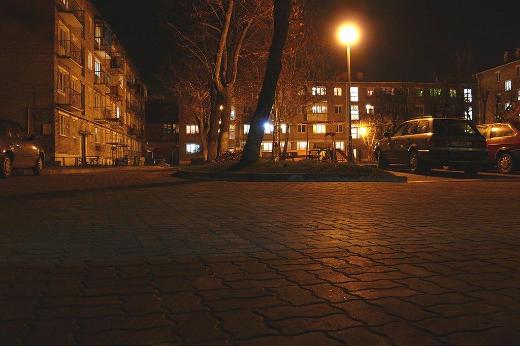 Двор ночью, Лида