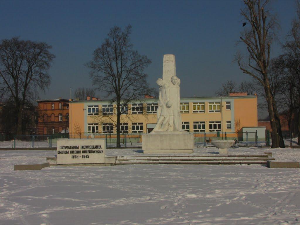 Pomnik w hołdzie obywatelom Inowrocławia poległym w latach 1939 - 1945r., Иновроцлав