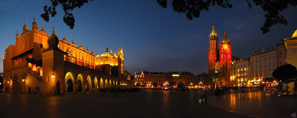 POL Krakow Rynek Glowny (Sukiennice w Krakowie - Kosciol Mariacki) {in the blue hour} Panorama by KWOT, Краков (ш. ул. Галла)