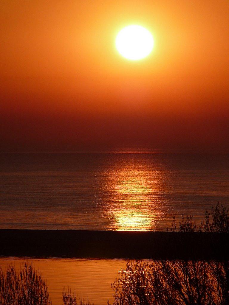 Sunrise or sunset over Hel ? Wschód czy zachód słońca nad Helem ?, Гдыня