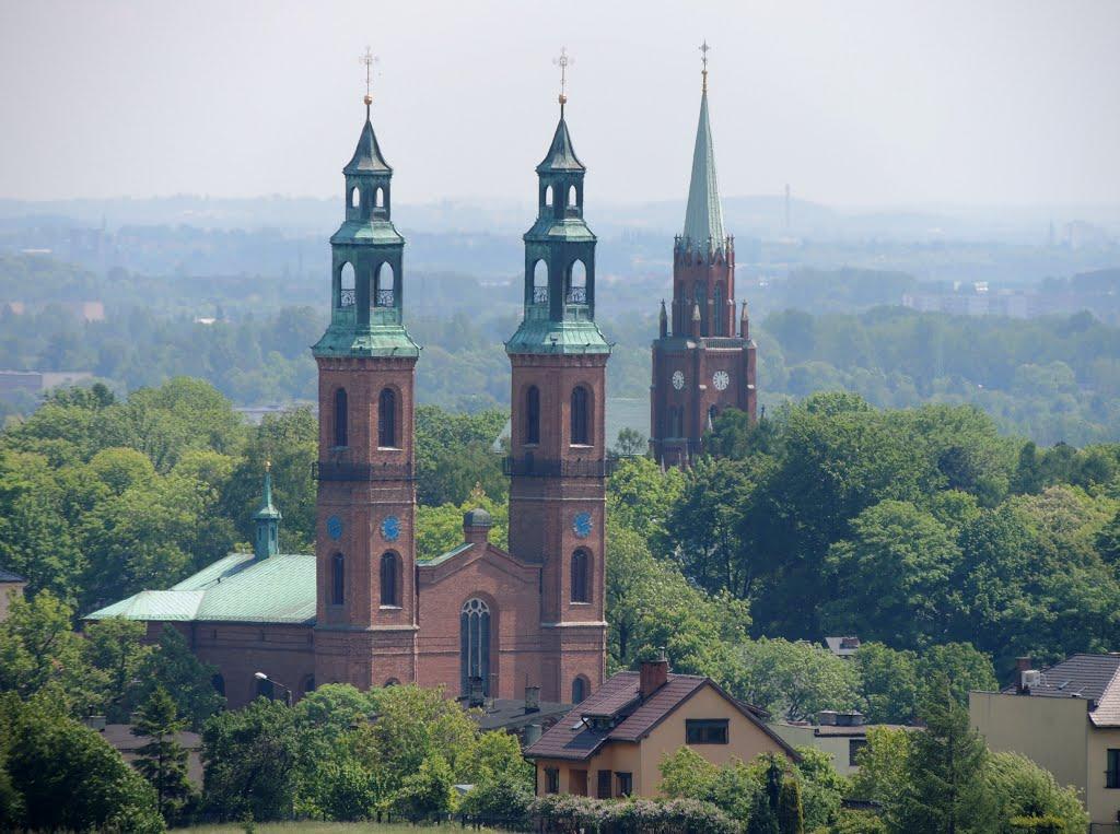 Bazylika Najświętszej Marii Panny i św. Bartłomiejarze, Wzgórze Kalwaryjskie  wieżą kościoła p.w.  Zmartwychwstania Pańskiego, Рачиборз