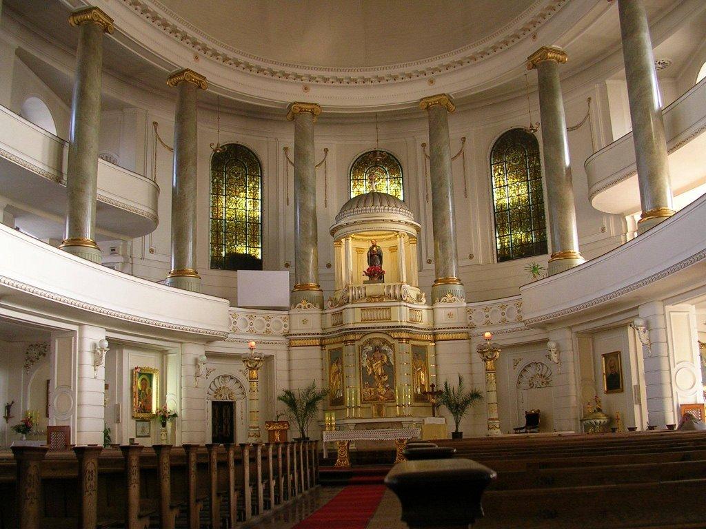 Rawicz-wnętrze kościoła w stylu klasycystycznym, p.w. Andrzeja Boboli [pl], Равич