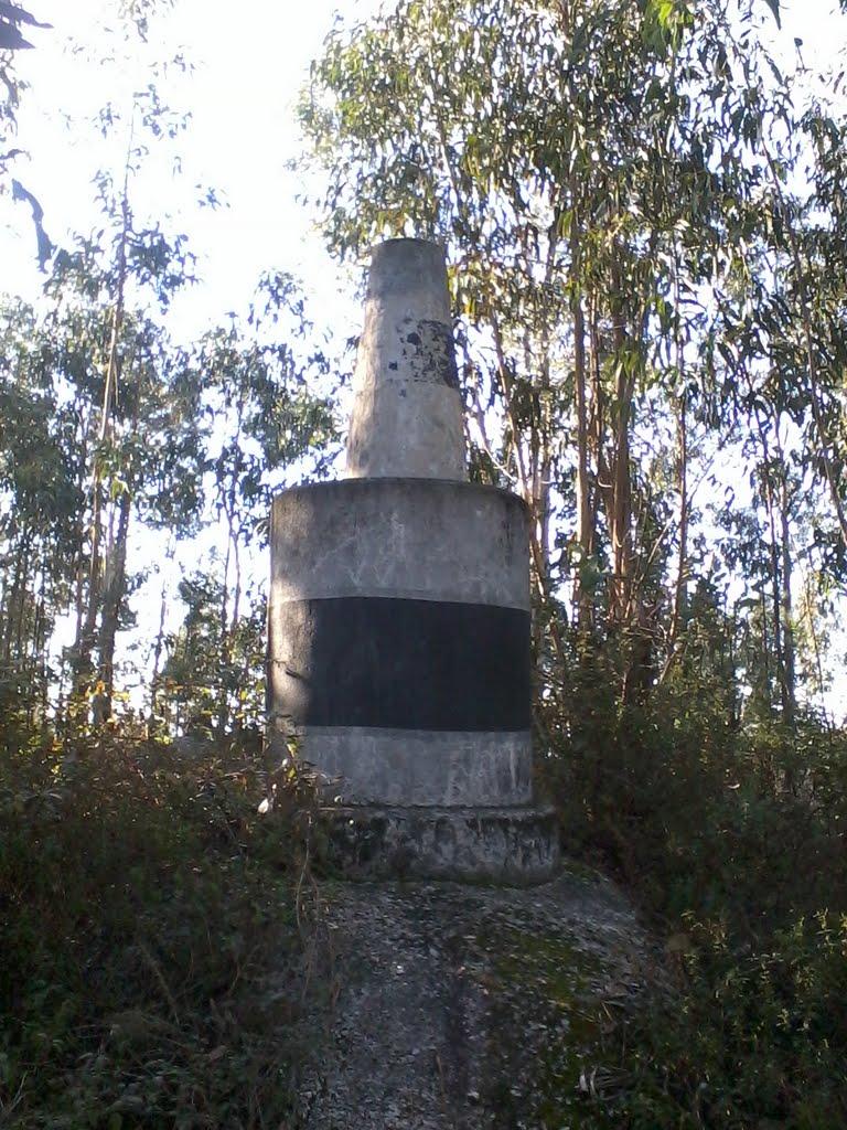 Marco geodésico na Serra de Airó, Брага