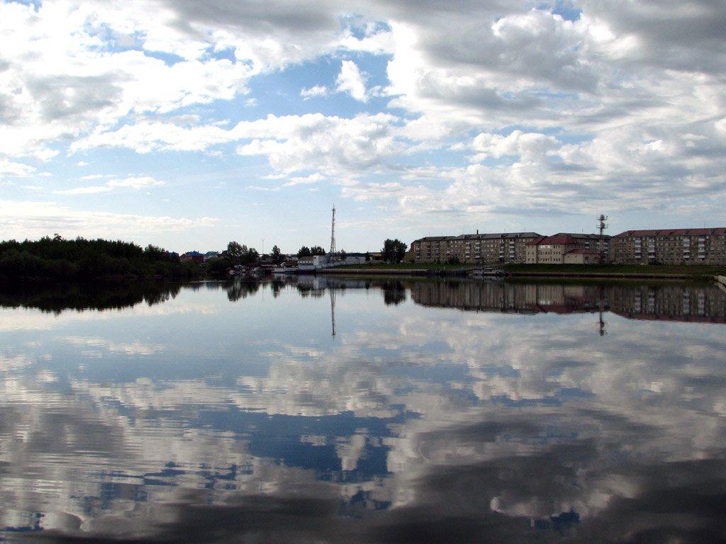 Река Конда. Вид на набережную в районе третьего микрорайона., Урай