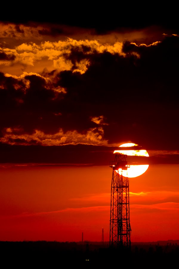 Drilling rig at sunset, Нижневартовск