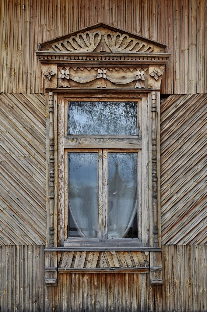 Window of school named after Znamensky, Сургут