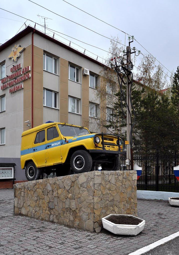UAZ-469 police car as monument, Нефтеюганск