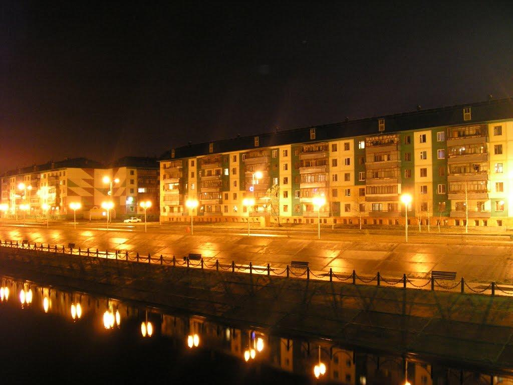 Набережная ночью, Излучинск
