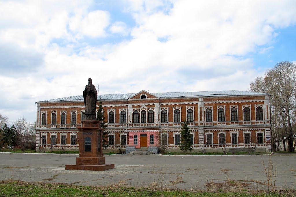 Бийск. Православная гимназия, гарнизонный Дом офицеров, Бийск