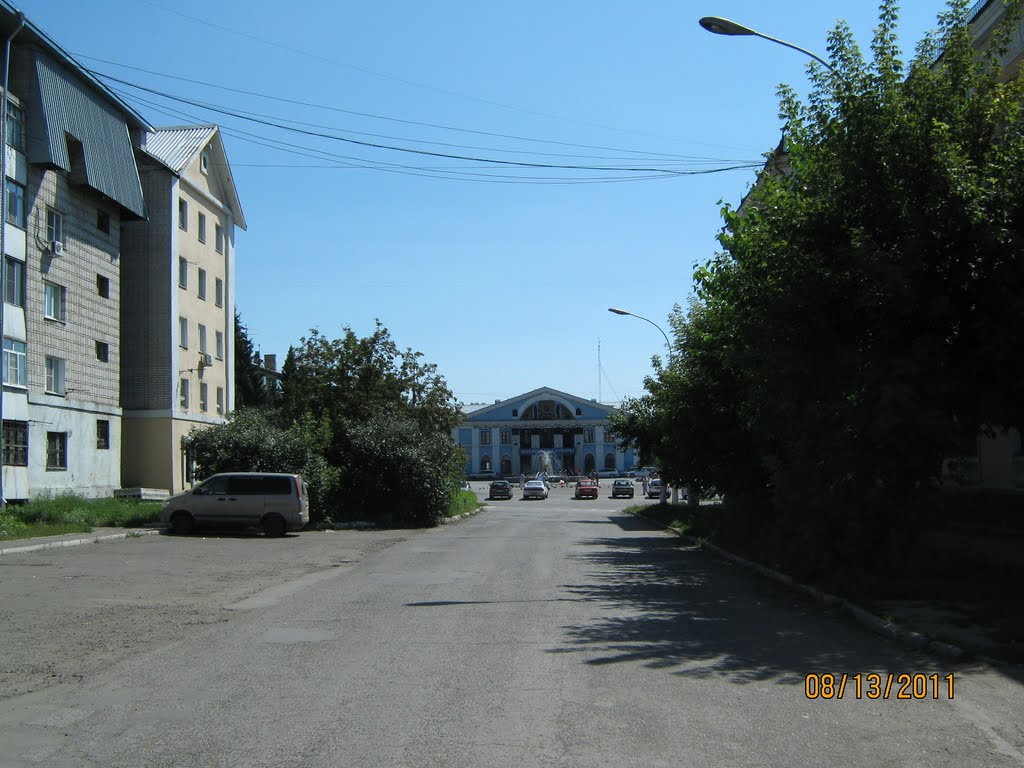 Вид на площадь с ул. Партизанской, Новоалтайск