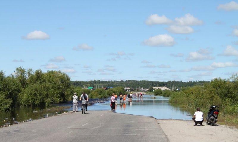 Затопило дорогу на Бочкарёвку, Белогорск