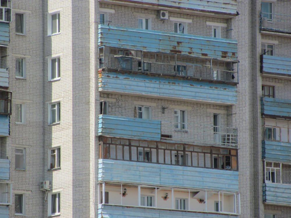 Балконы, повреждённые смерчем, Благовещенск (Амурская обл.)