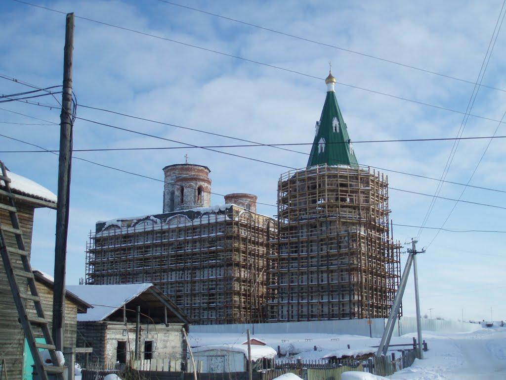 Храм на реставрации, Холмогоры
