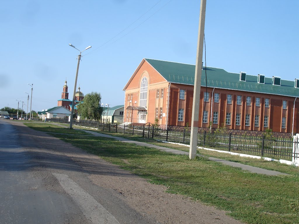 Средняя школа и церковь в Зиргане., Зирган