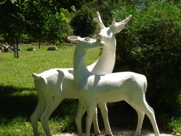 статуи оленей в парке, Алексеевка