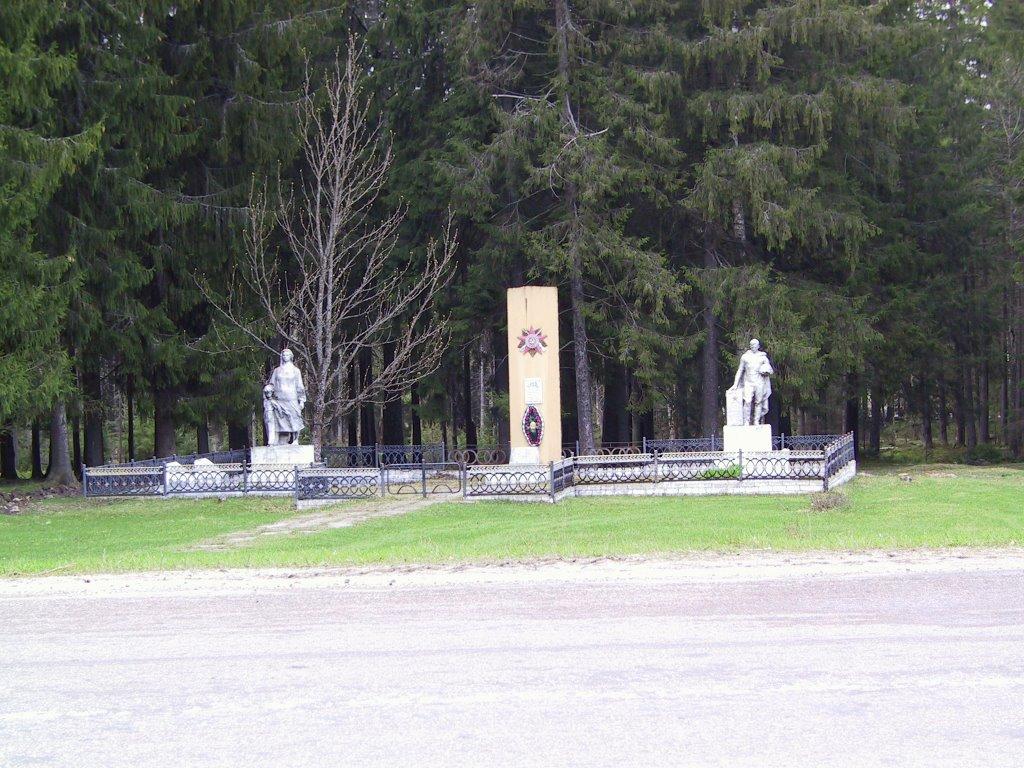 Памятник на въезде в Клетню, Клетня