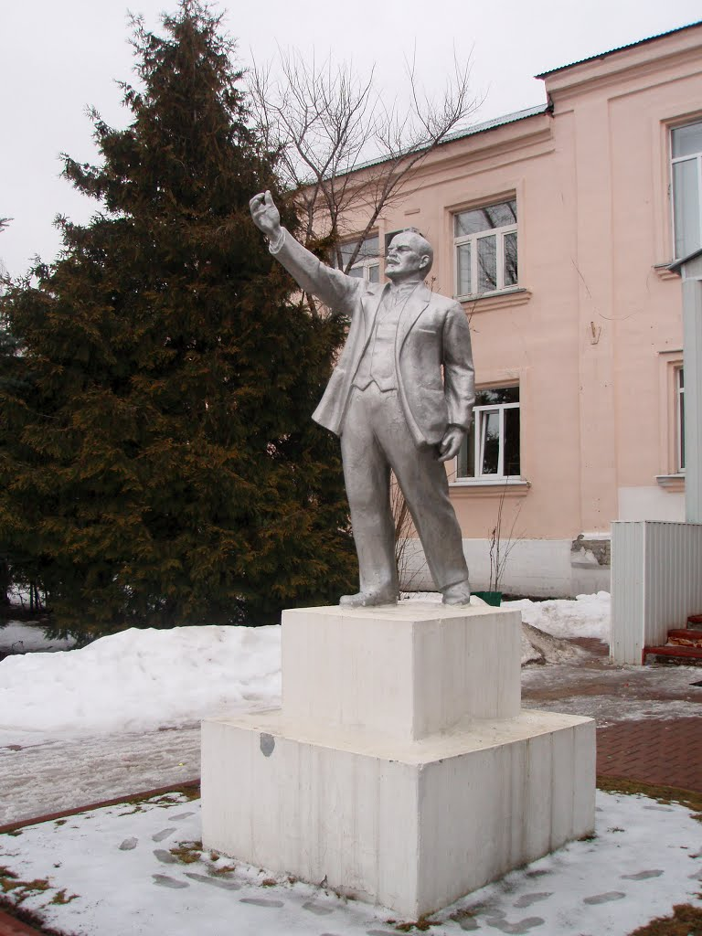Monument to Lenin in Petushki town, Петушки