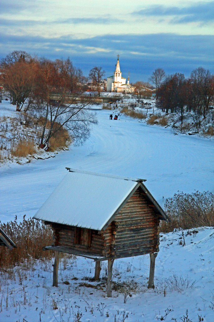 Kamenka River in winter Suzdal Russia, Суздаль