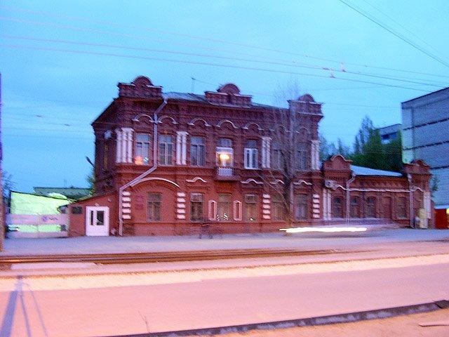 Сохранился на современной улице им. Циолковского еще один дом постройки конца XIX века, в котором по одним данным располагалась церковно-приходская школа, по другим — купеческий дом. После революции здесь располагалась начальная школа, во время войны — во, Волгоград