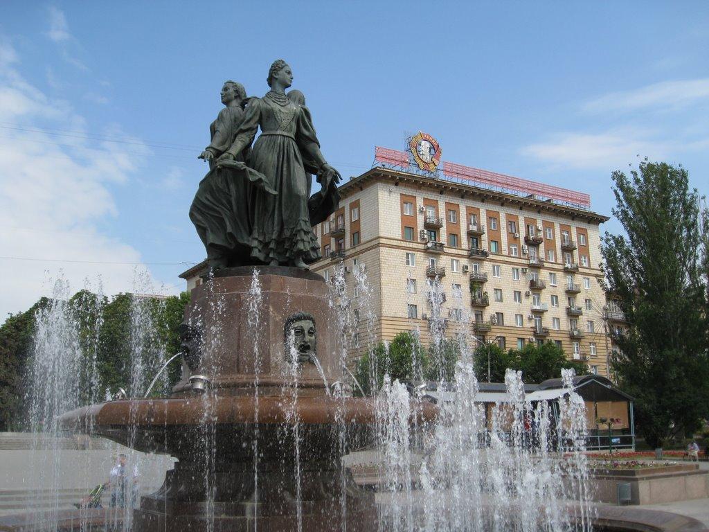 Фонтан на набережной. Fountain ., Волгоград