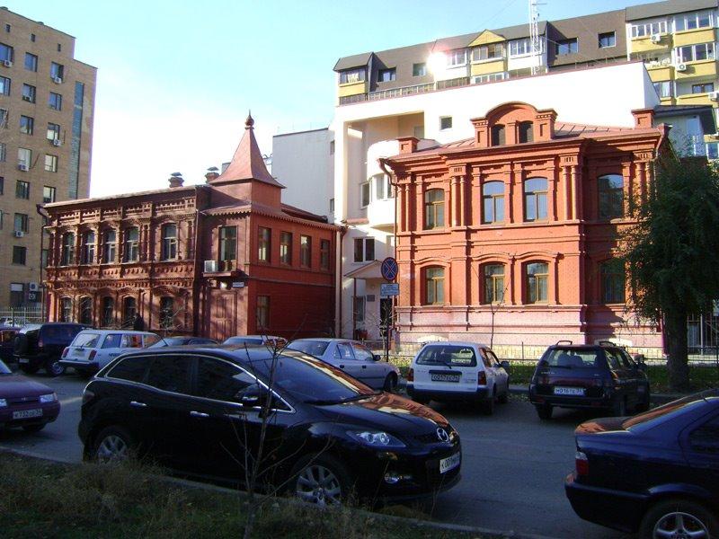 Сохранившиеся дореволюционные здания и сегодня поражают нас своей красотой и гармонией. Узорчатые богатые фасады из красного кирпича, архитектурные детали, выточенные из белого камня. Эти дома пронесли через столетия дух старого Царицына. Построенный в 18, Волгоград