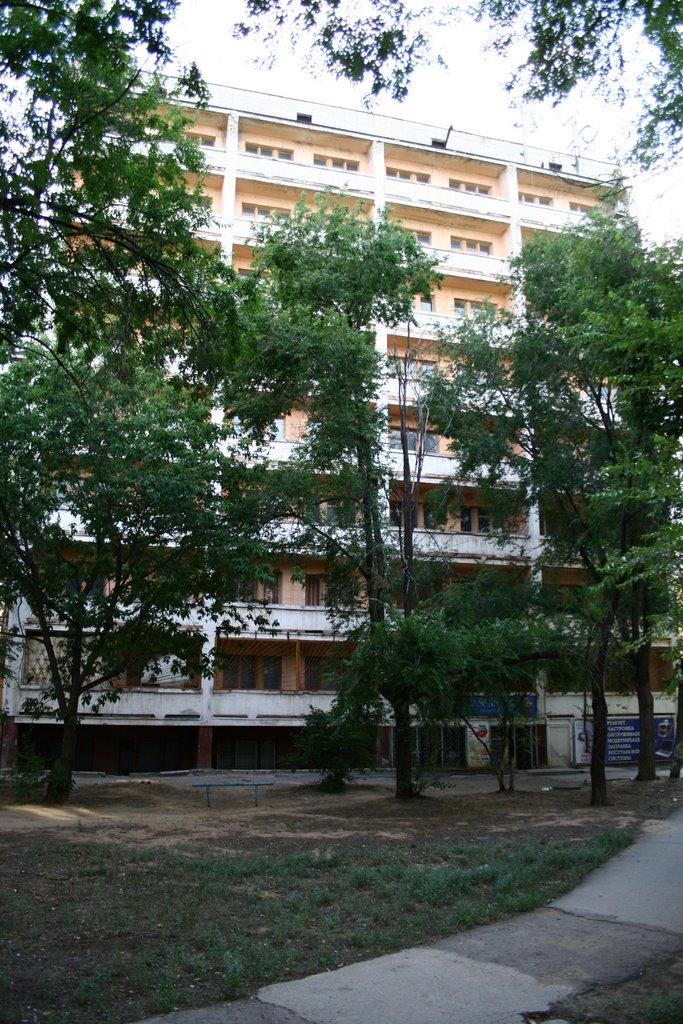 Бывшая гостиница Волжская. Former Hotel Volzhskaya., Волжский