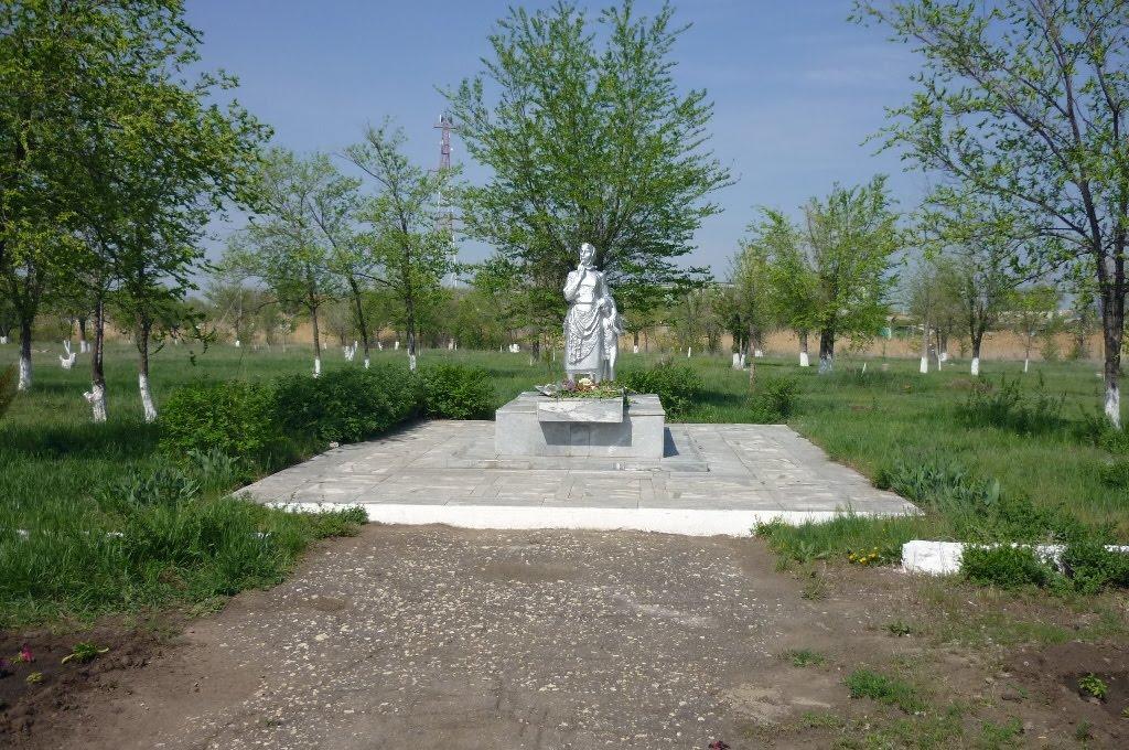 Памятник, Палласовка