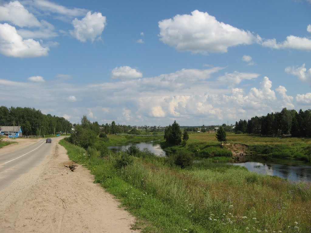 Road near river, Сямжа