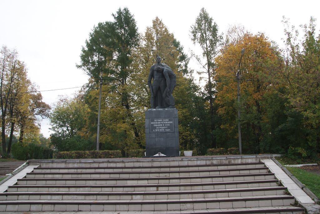 Устюжна. Памятник., Устюжна