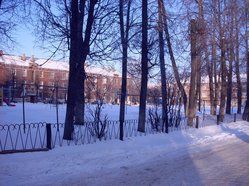 Двор на ул. Советская  A Yard near Sovetskaya St., Комсомольск