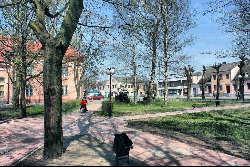 Сквер в центре города. 2009., Нестеров