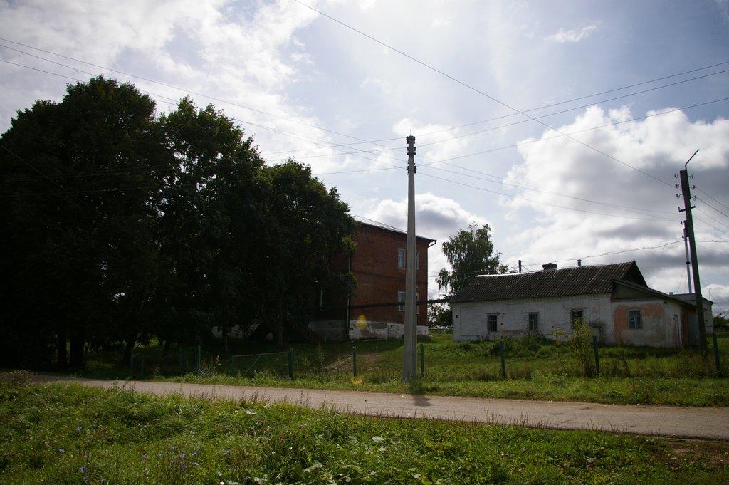 Калужская область, поселок Дугна. Двухэтажный дом престарелых., Дугна
