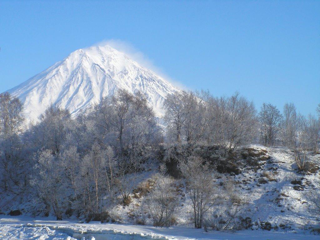 Вид с моста гЕлизово на Корякский вулкан, Елизово