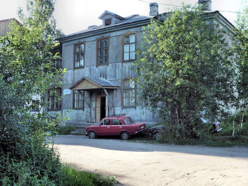 2010-07 Louhi, talo ja lada, Лоухи