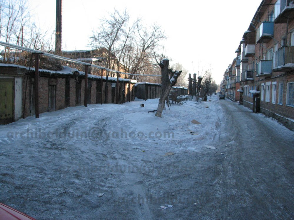 Typical backyards in Belovo, winter 2009, Белово