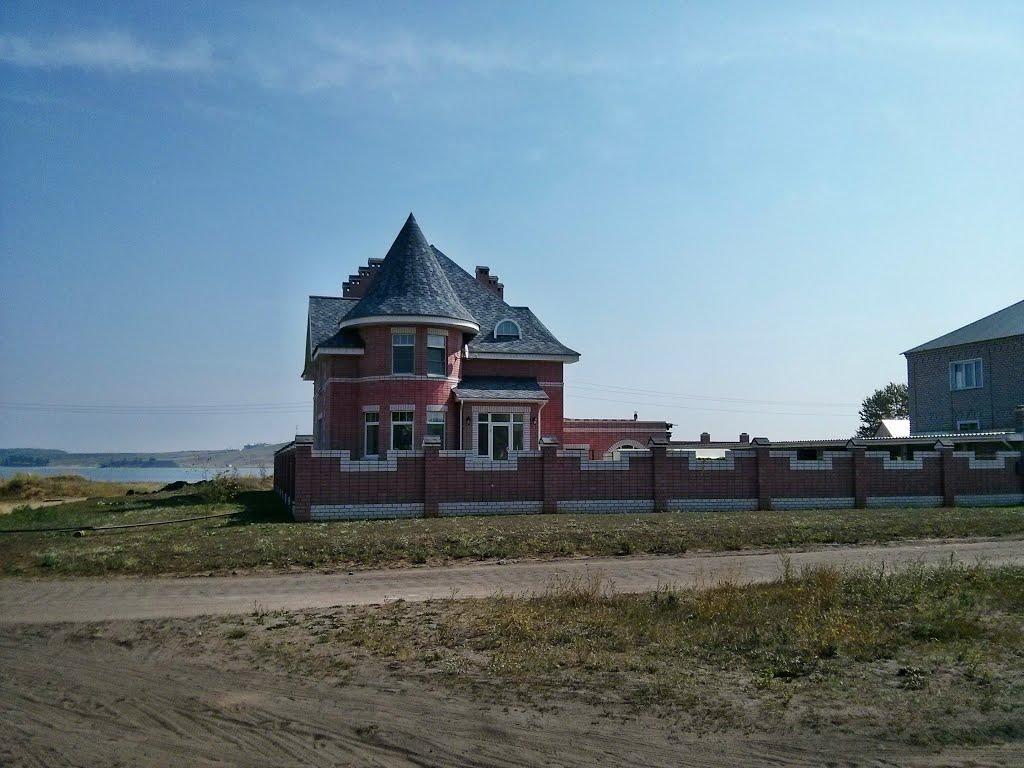 Особняк у пляжа на водохранилище, Белая Холуница