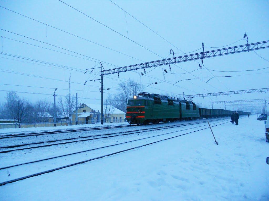Электровоз переменного тока ВЛ80С проходит по станции Фаленки, Фаленки