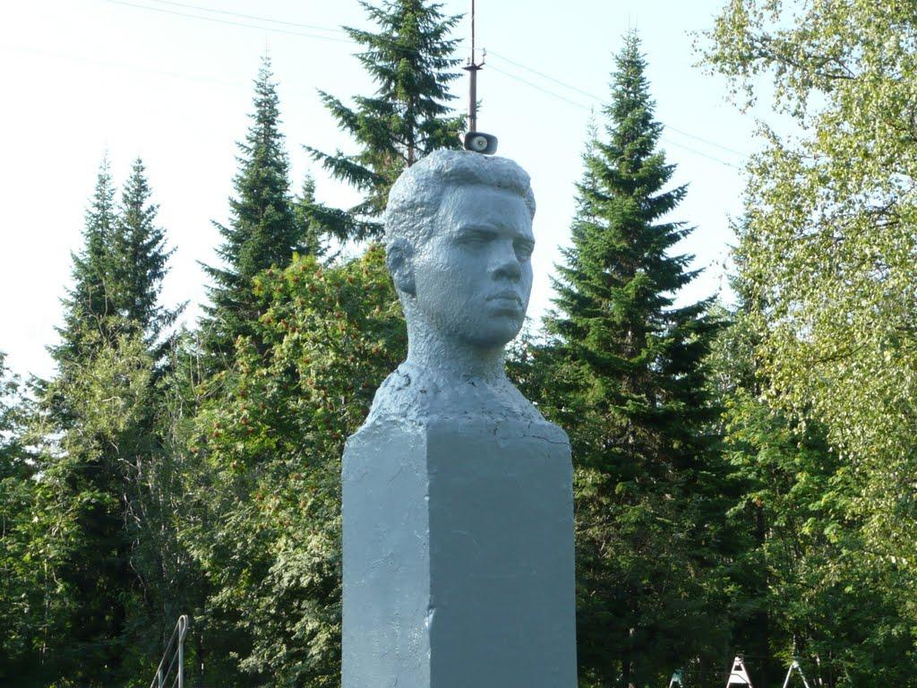 Бюст Володи Дубинина, Печора