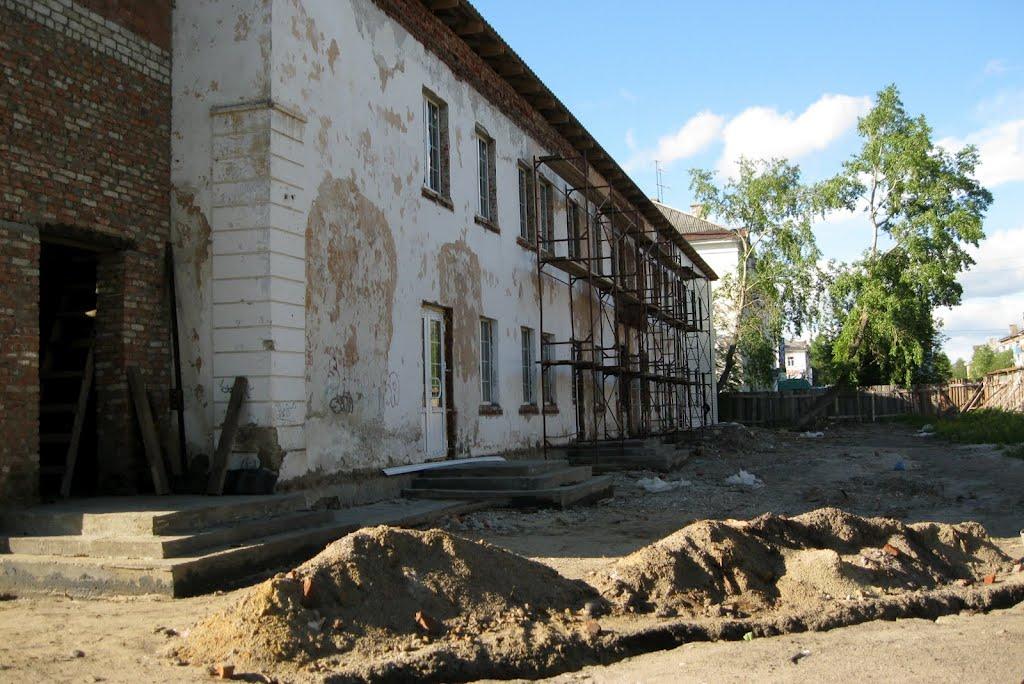 Очередной ТЦ строится в здании бывшей СОШ №65 (2012г.), Печора