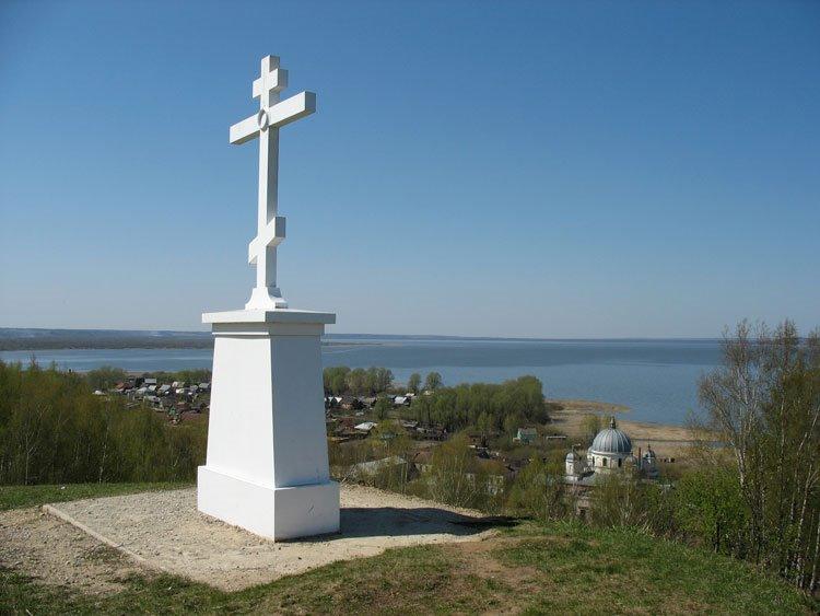 Поклонный крест на Шемякиной горе в память трагических событий Смутного времени., Галич