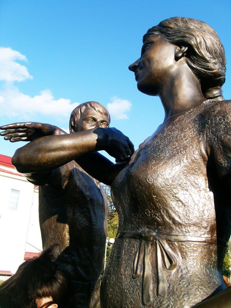 Памятник молодой семье, Курган