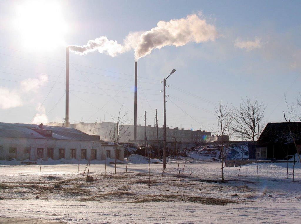 Трубы на фоне мартовского неба. п.Эвенск, весна 2008 г. Фото В.Лахненко, Эвенск