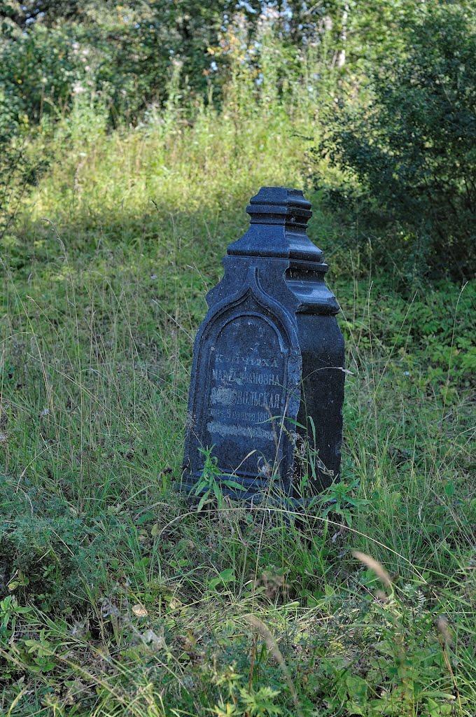 Старые надгробия в усадьбе Муханово, Муханово