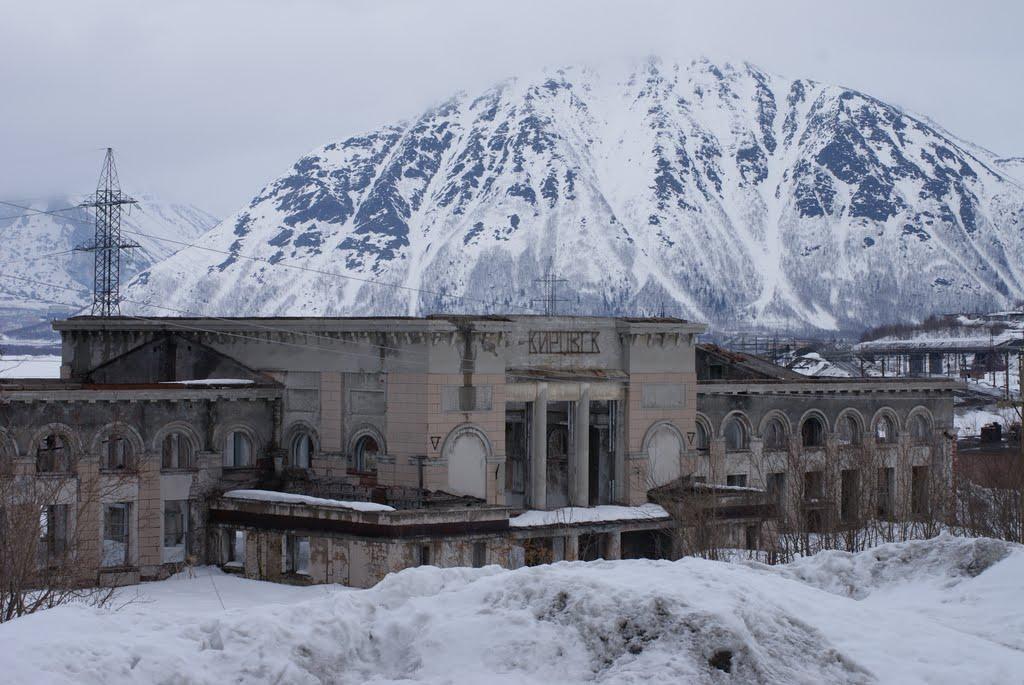 Здание бывшего вокзала., Кировск