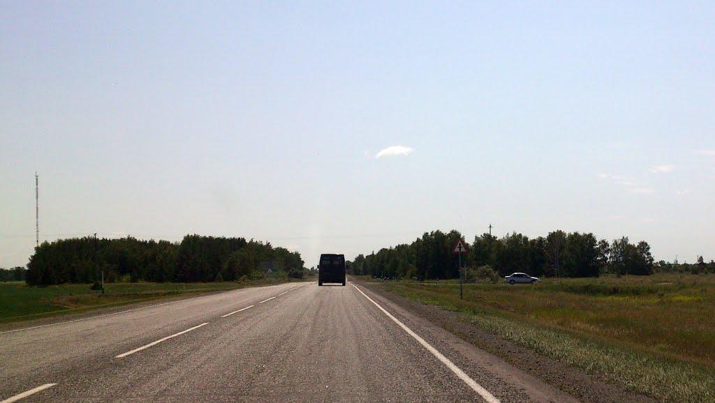 пересечение со второстепенной дорогой, Нововаршавка