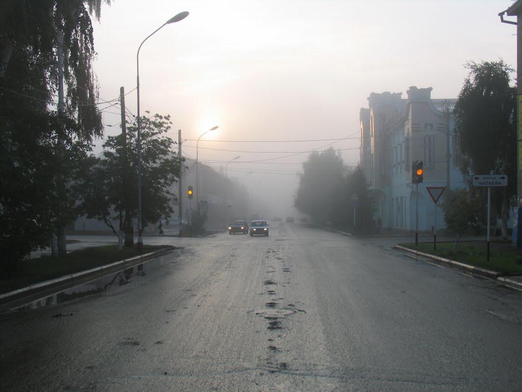 Сентябрь, туман. Улица О. Яроша в направлении выезда на Бугуруслан, Бузулук