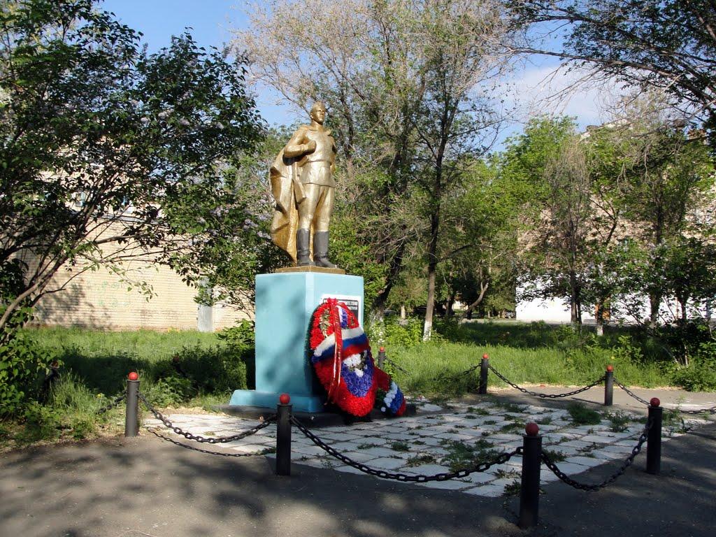 памятник воинам треста южуралтяжстрой, Гай