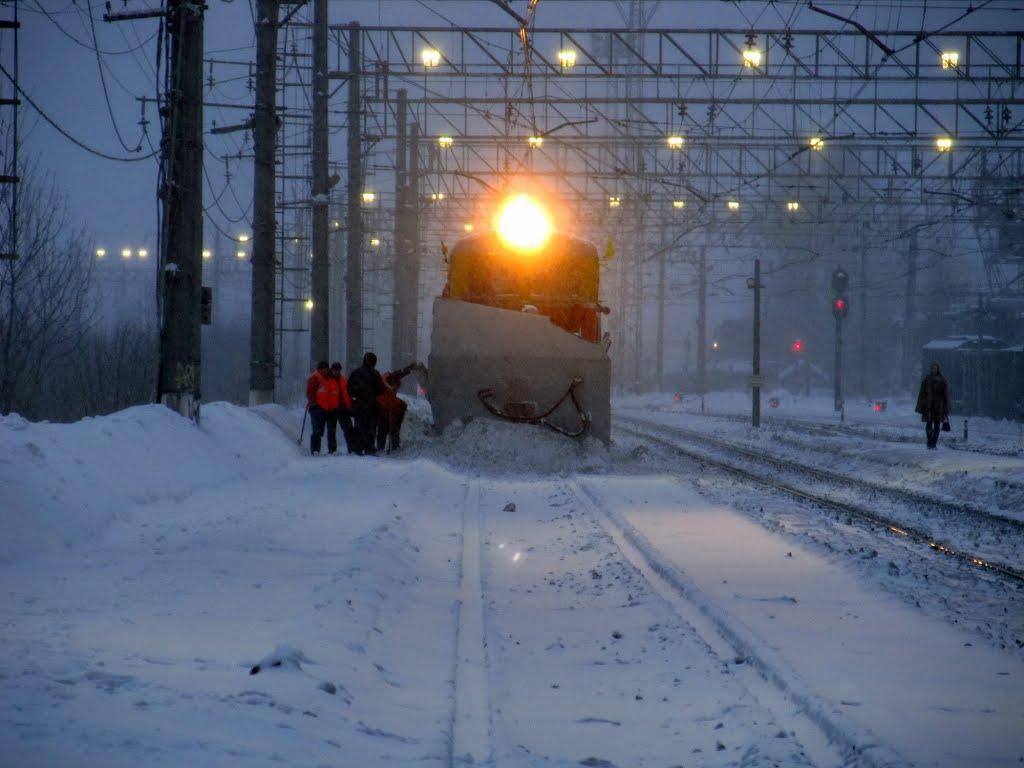 Der Schneeräumer an der Station, Пикалёво