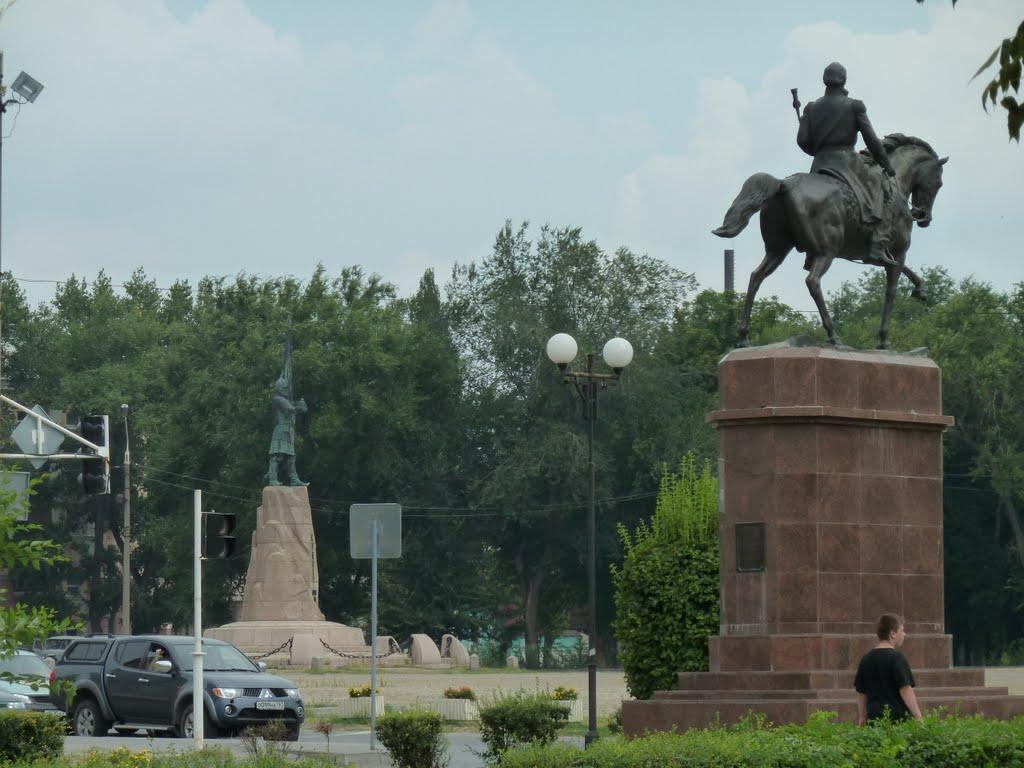 Платов на коне и Ермак на площади, Александровская